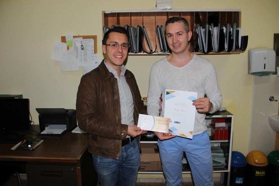 Directorul de marketing al Lebăda , Cristian Pașca (stânga), alături de dr. Bogdan Duțu (dreapta)