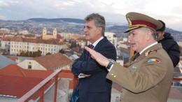 Col. Camilio Coste (foto dreapta), alături de fostul ministru al Apărării Naționale, Mircea Dușa (foto stânga)