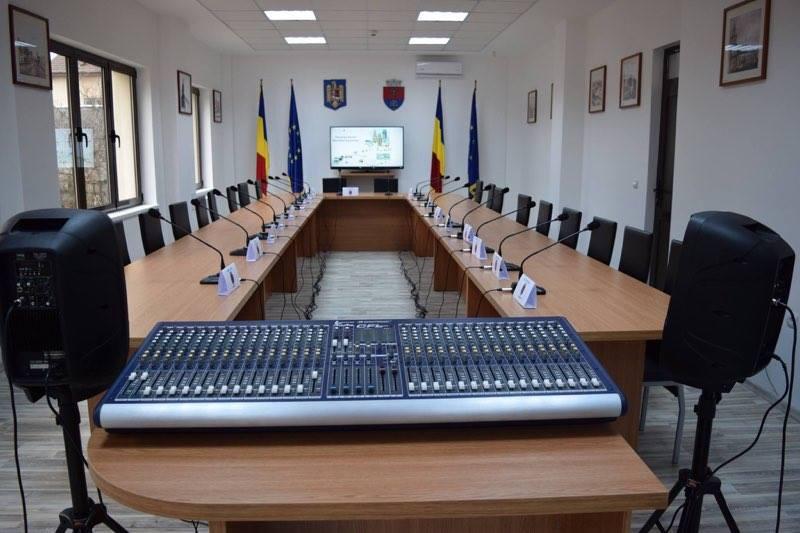 Sala de ședințe a Consiliului Local Tășnad este gata pentru transmisia pe Facebook