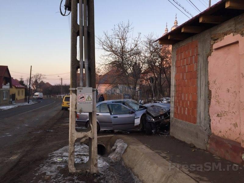 accident masina in casa (2)