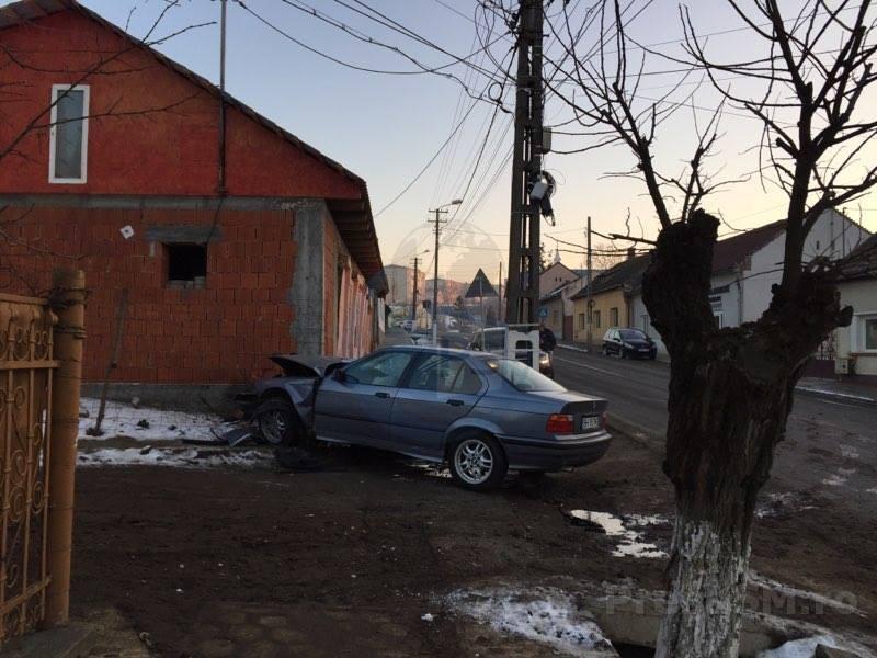 accident masina in casa (3)