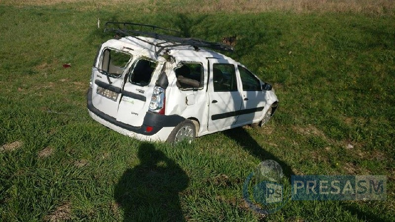 accident rutier masina in sant (4)_tn